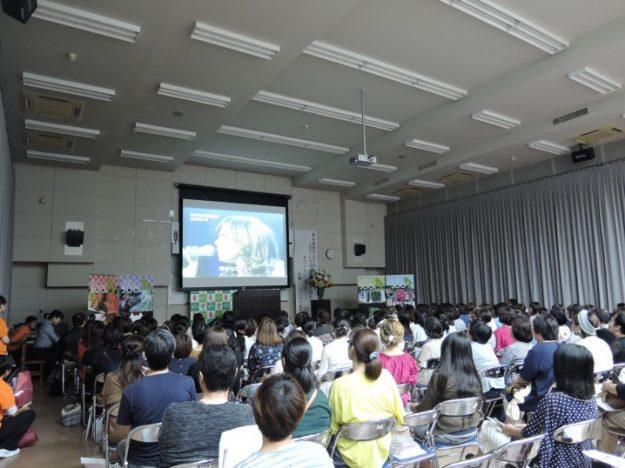 講演会の終盤では、娘のAIさん、Sachiさんが出演しているDVDを上映。