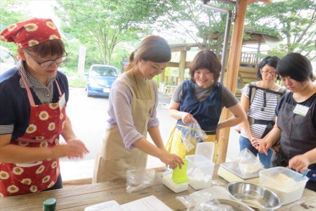 本格石釜で焼くピザ&石釜パン作り体験